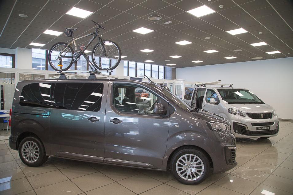 PeugeotTraveller2017_1